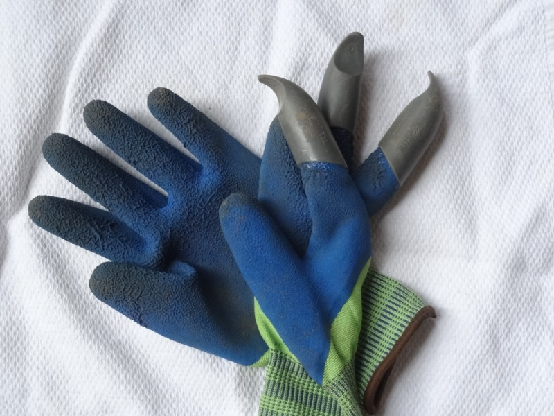 Honey Badger Garden Gloves with Claws